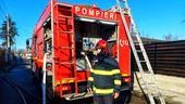 Femeie din Craiova, găsită moartă în casă după ce o prietenă a sunat la 112. Pompierii au intrat pe geamul de la bucătarie, cu ajutorul unei scări (VIDEO)